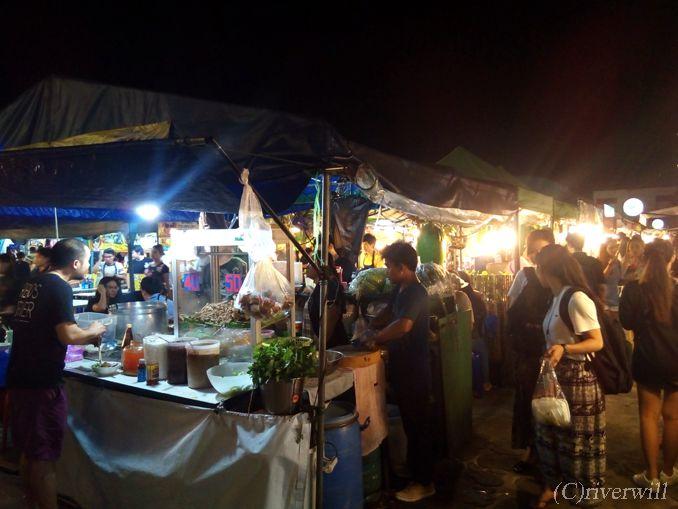 バンコク 鉄道市場 Train Night Market Ratchada