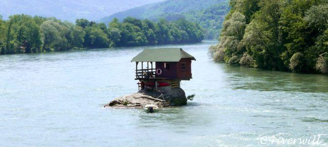 川の中に建つ家?!セルビアのドリナ・リバーハウス  Bajina Basta, Serbia