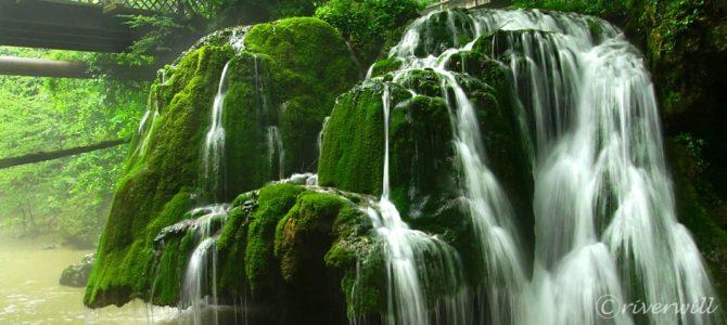 ミニス渓谷の奇跡?ルーマニアの苔帽子「ビガーの滝」 Caras-Severin, Romania