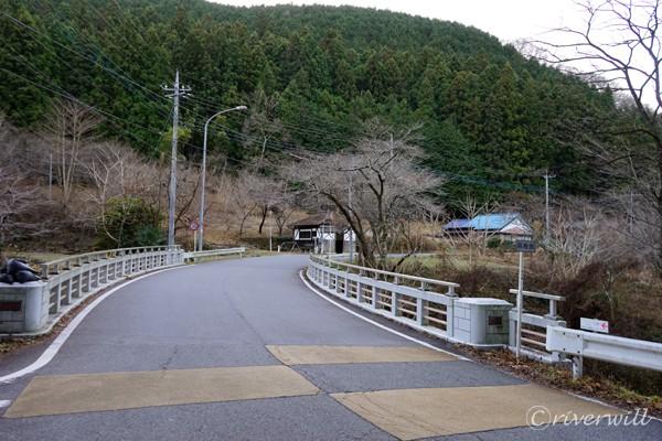県道11号線・定峰峠への入口